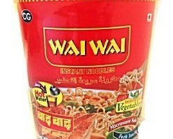 Wai Wai Instant Noodles Chicken Flavoured Cup 65gr